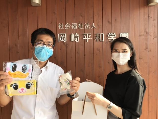 施設長の小笠原さん(左)